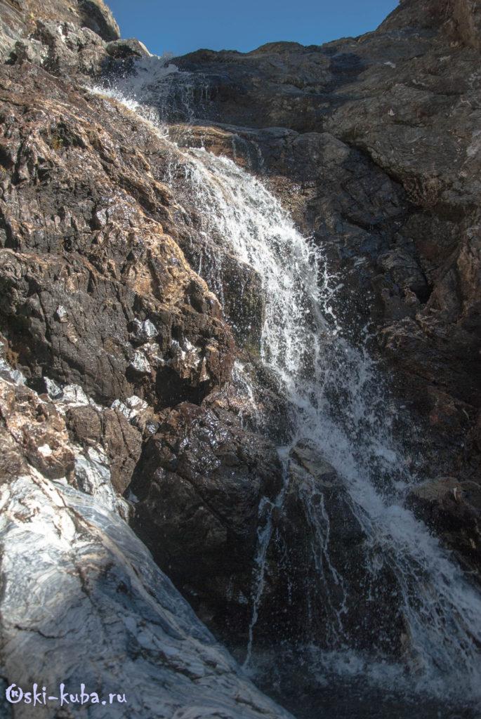 Водопад в долине Дзитаку