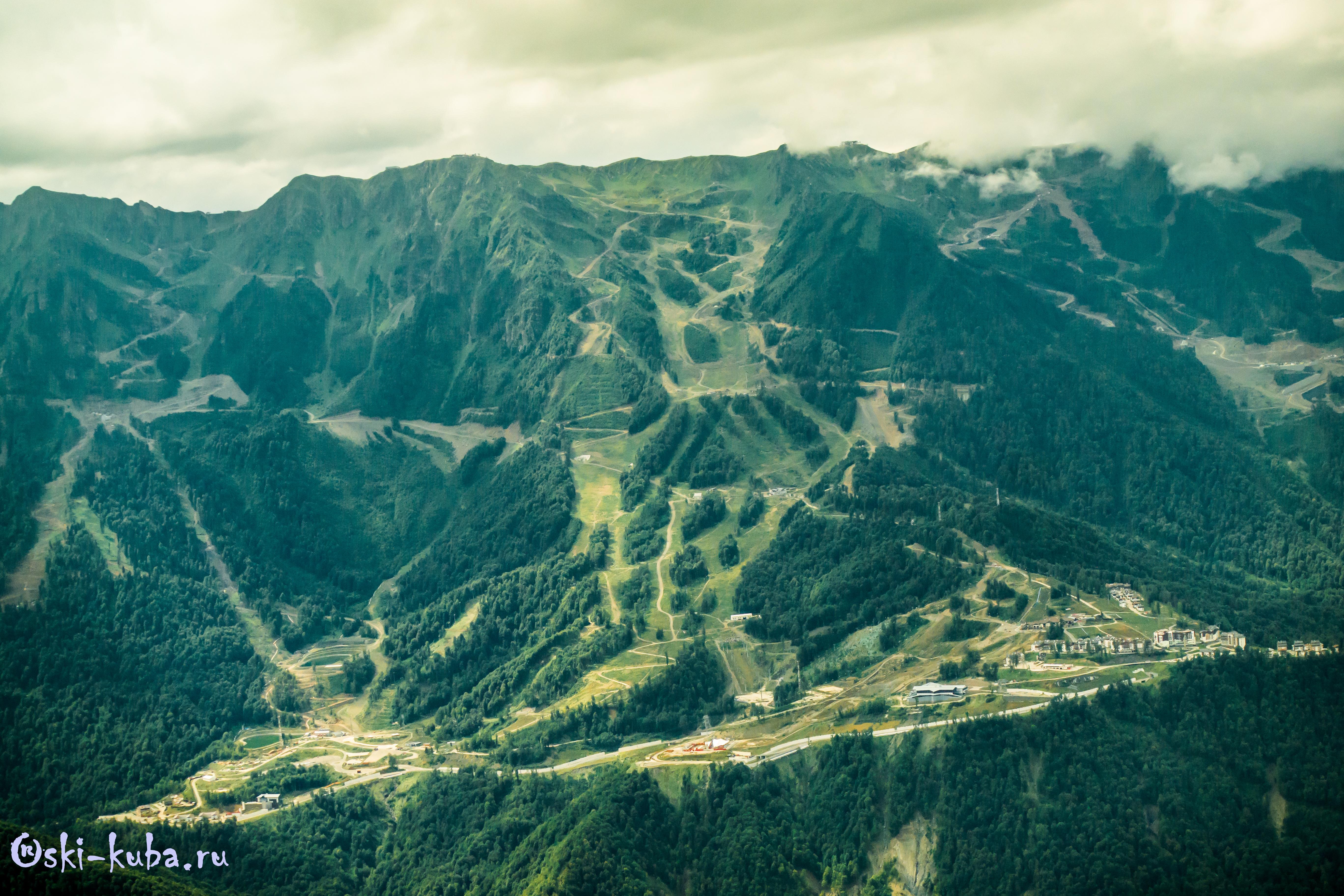 Вид на хребет Аибга и курорты Роза Хутор, Альпика, Красная Поляна (бывший Горки Город)