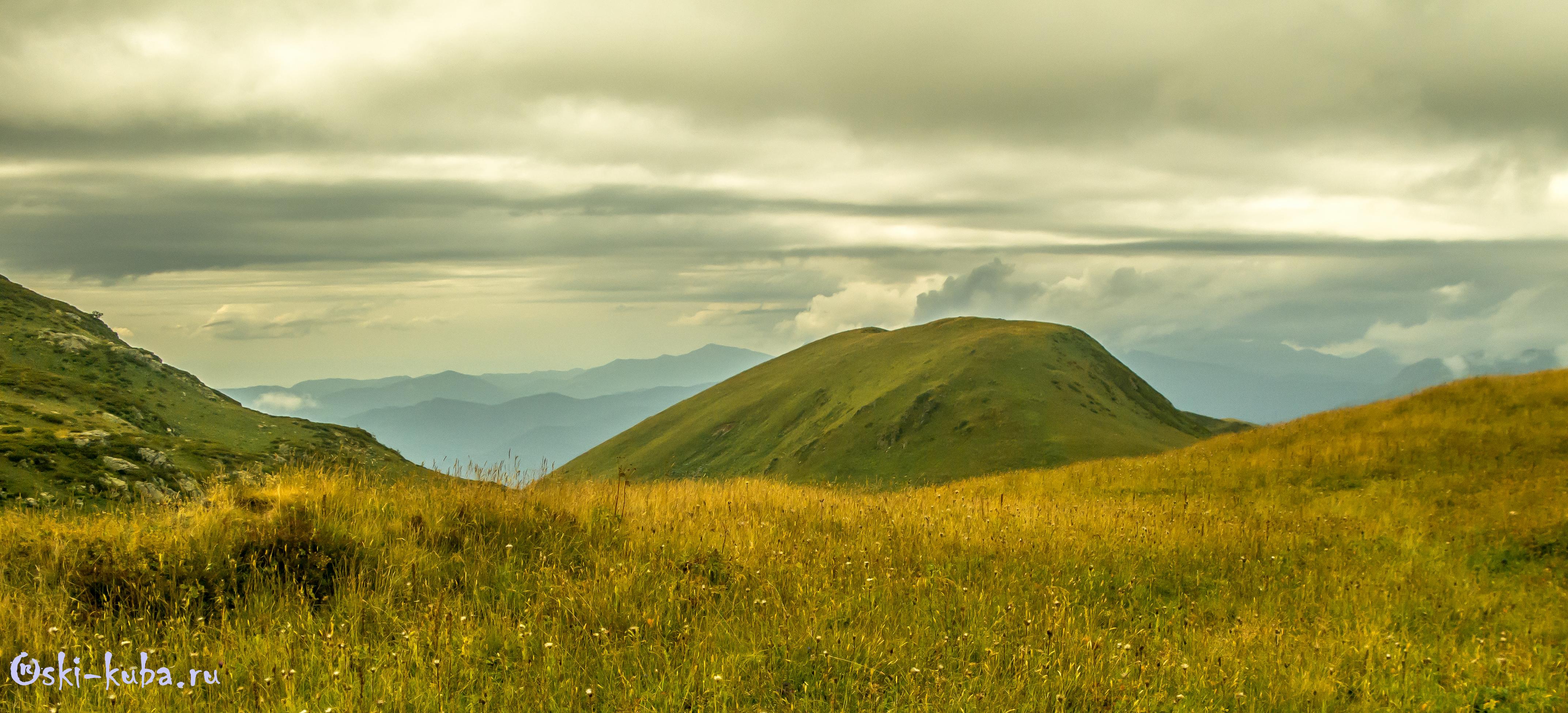 Вид С пика Бзерпи на гору Табунная Южная